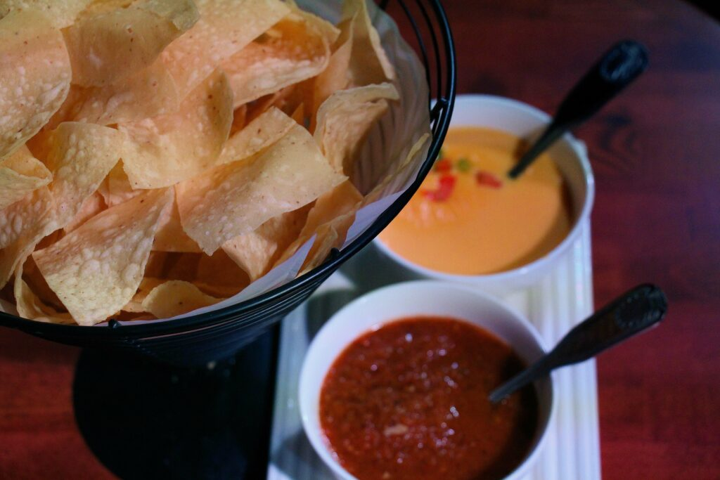 05 chips & queso